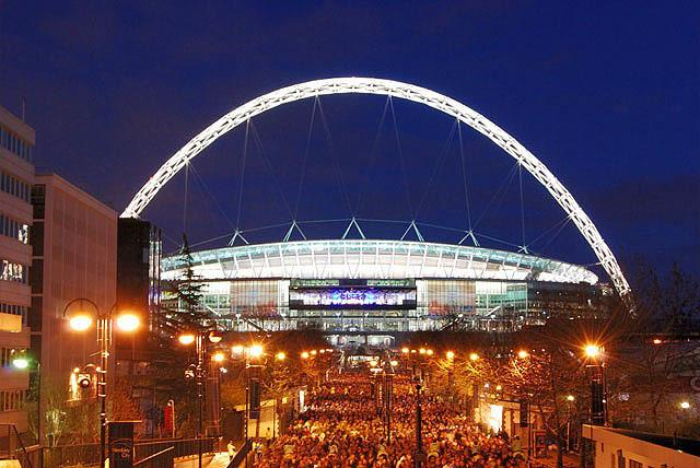 Wembley stadium's traditional lights have changed to blue in support of NHS workers (Photo: Rob / Wikimedia).