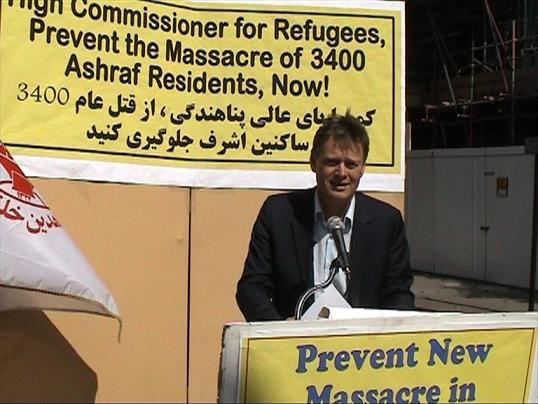 MP Matthew Offord campaigning outside United Nations High Commissioner for Refugees offices
