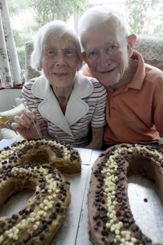 Mary and Edwin Lande with their anniversary cake