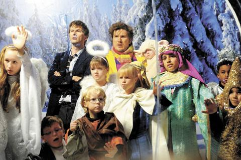 David Tennant and Marc Wootton with the young cast from Navity 2: Danger in the Manger