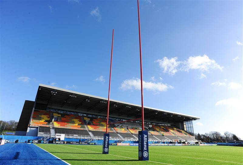 Eight Saracens players have left Allianz Park for Bedford Blues on temporary arrangements.