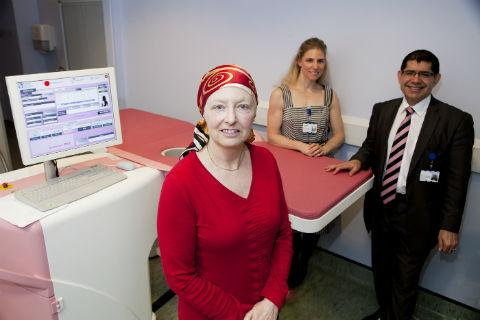 Patient Kathryn Oatey, chief nuclear medicine technologist Amy Pritchard and consultant oncological surgeon Mo Keshtgar with the breast PET machine