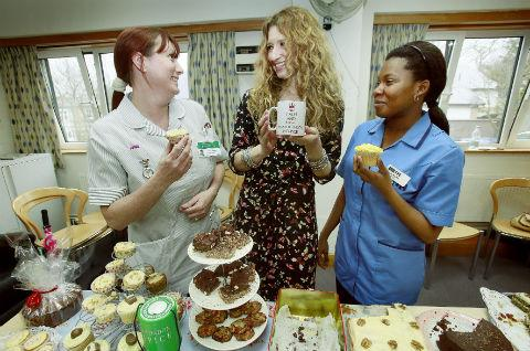 Singer Melanie Masson met with staff and volunteers at the North London Hospice in North Finchley