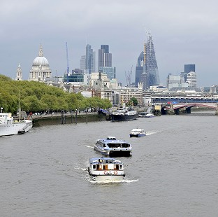 30 rescued after Thames boat fire