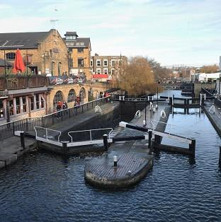 The Environment Agency is said to be planning to cut 90 residential keepers dealing with locks, sluices and weirs on the River Thames