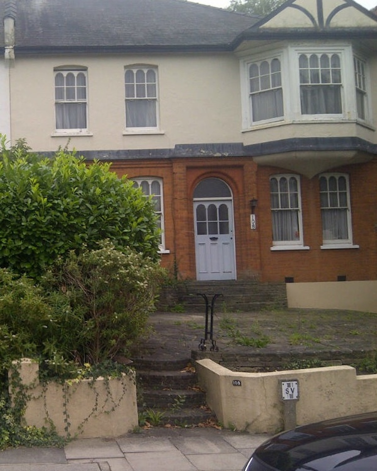Neighbours oppose plans to turn house into flats