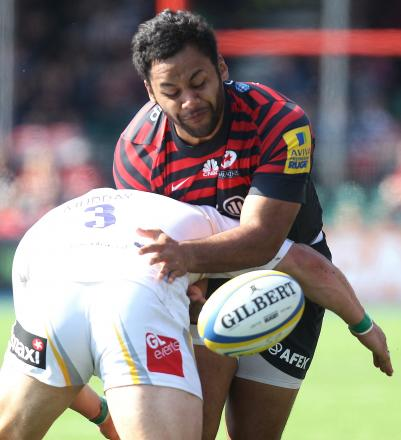 Billy Vunipola in action against Worcester Warriors' Euan Murray.
