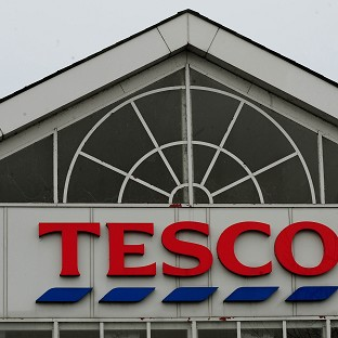Tesco cuts dividend amid price war