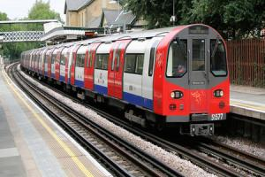 A  tree on the line at Totteridge & Whetstone has halted Tube service between East Finchley and High Barnet
