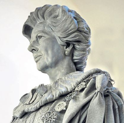 An image of the statue of Margaret Thatcher