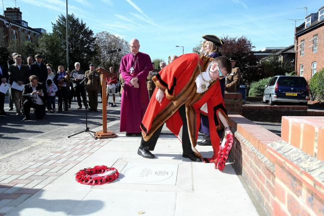 Barnet Mayor Reuben Thompstone laying a wreath at the ceremony