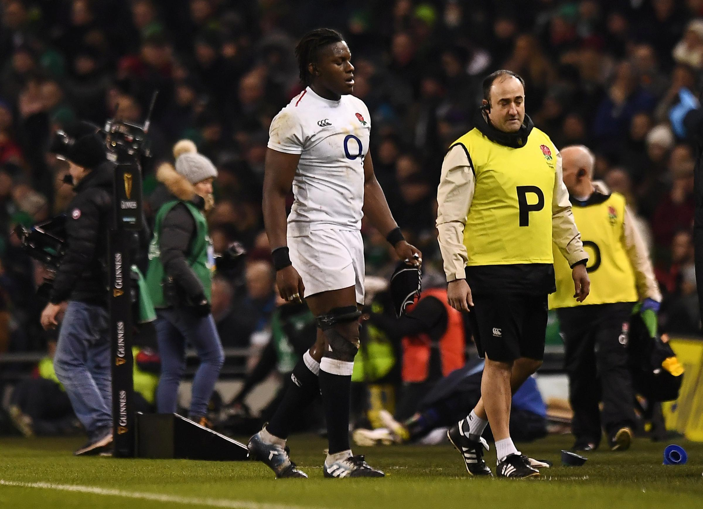 A dejected Maro Itoje leaves the pitch after sustaining his injury on Saturday.